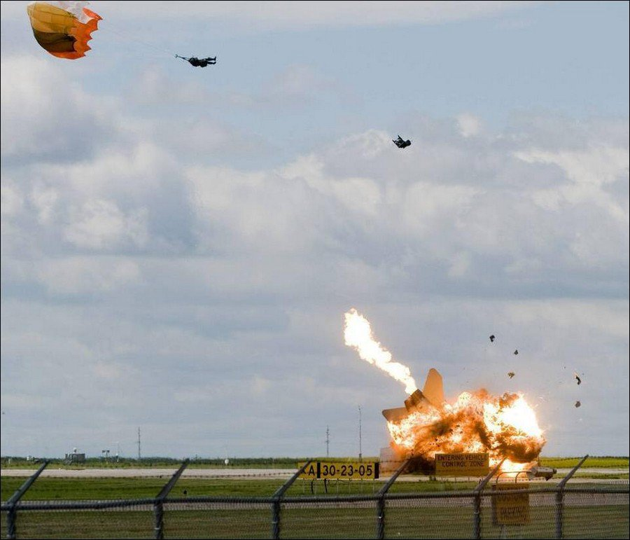 Rapid opening, low level deployment chutes for pilot ejector systems